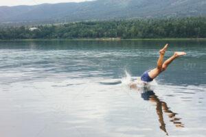 خطرات شیرجه زدن در آب کم عمق