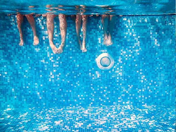 چرا من شنا میکنم
